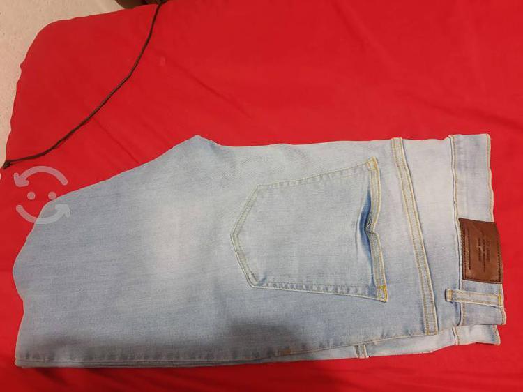 Pantalón azul claro