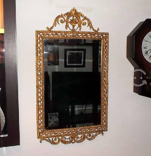 Antiguo espejo biselado marco bronce labrado 40s