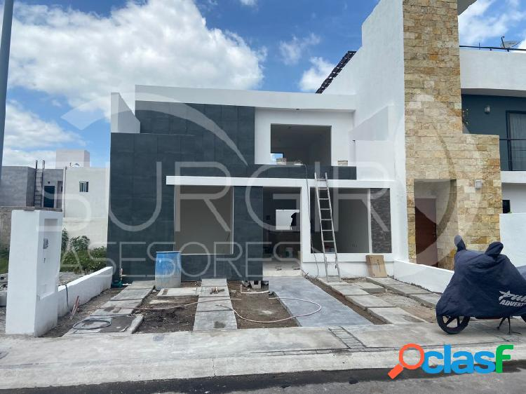 Casa muy amplia en Corregidora, 2 habitaciones 1era planta, El Roble