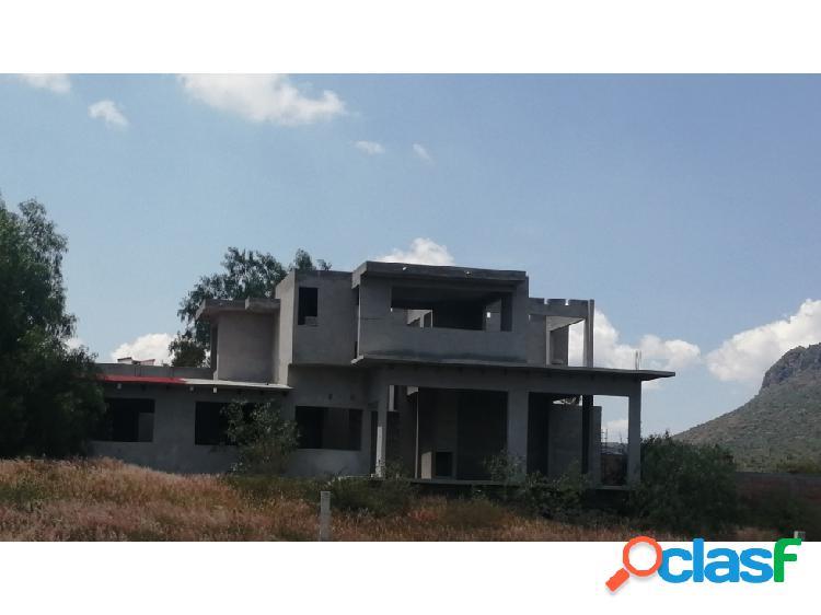 Terreno y casa tipo residencial en mixquiahuala