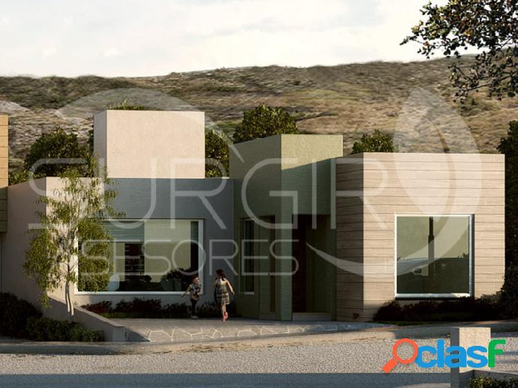 Se vende residencia de una planta en bosques tres marías, bosques tres marías