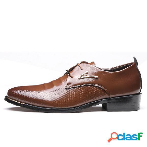 Los hombres señalaron el dedo del pie classic remache de la decoración con cordones formales casuales vestido zapatos