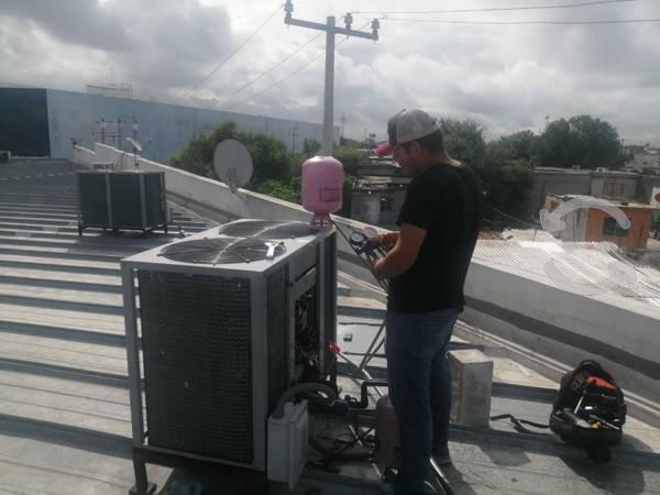 Mantenimiento a equipos aire acondicionado