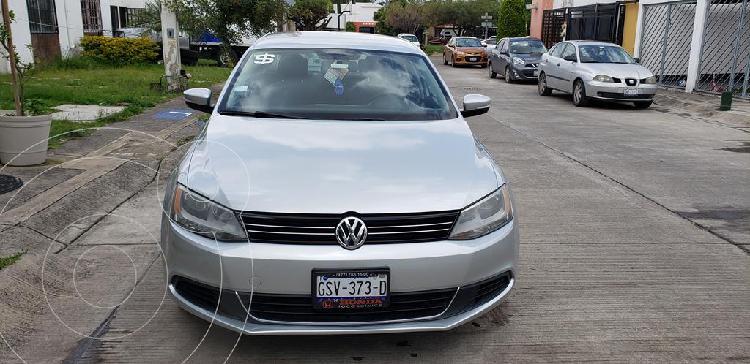 Volkswagen Jetta Style usado (2013) color Gris Platino