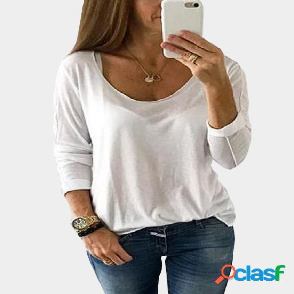 Camiseta blanca con cuello redondo y mangas largas